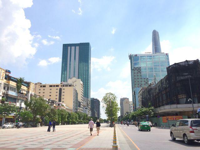 Ông Trần Vĩnh Tuyến cho rằng quảng cáo trên các tòa nhà dọc phố đi bộ Nguyễn Huệ sẽ giúp TP rực rỡ hơn về đêm